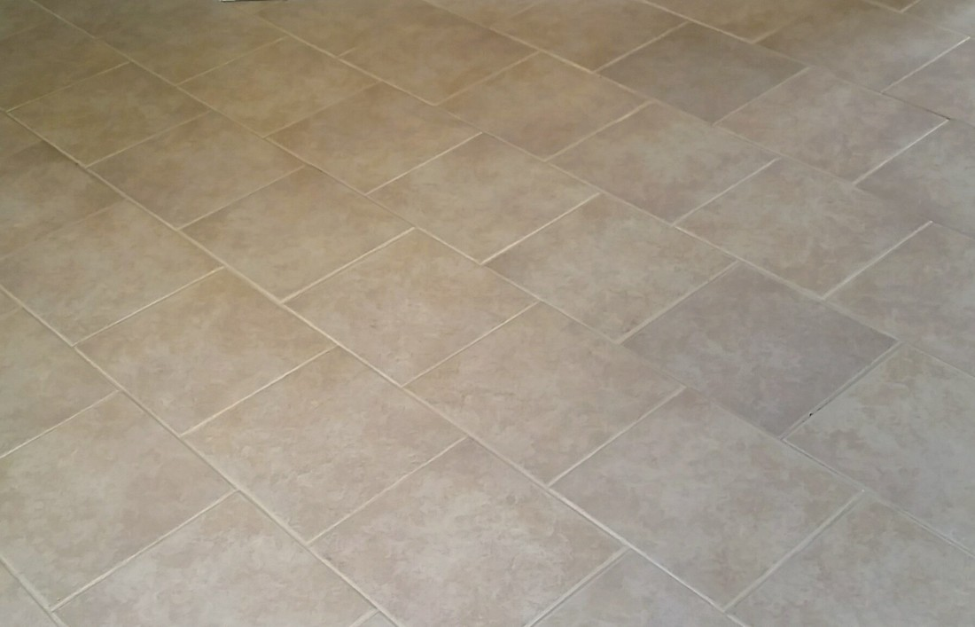 Picture of tile and grout in the living room after cleaning