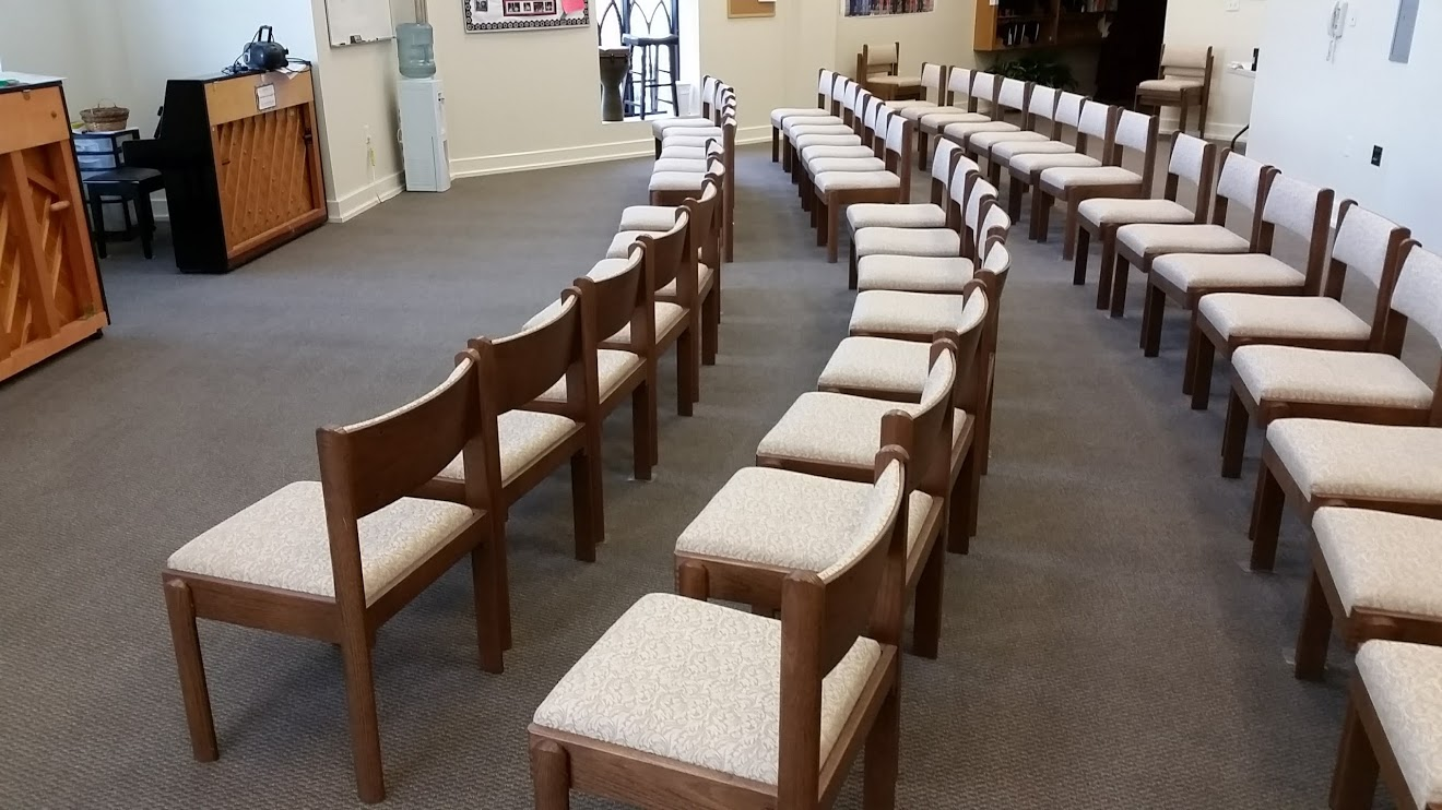 Picture of the choir room after carpet cleaning by Absolutely Kleen at Eastern Shore Baptist